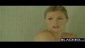 Videos de sexo com uma ruivinha linda super gostosinha sambando forte na piroca do negão