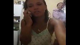Amadoras brasileiras falando no celular