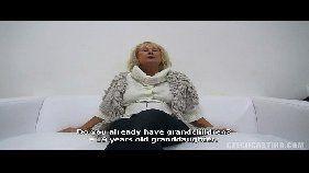 Xvideos coroas com essa velhinha sem vergonha pra caralho dando uma boa mamadinha na pica de um filho da puta