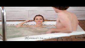 Loira gostosa caiu na net dando na banheira