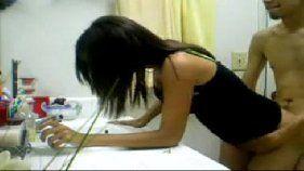 Novinha metendo no banheiro com seu namorado