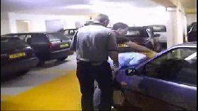 Estupro real com safados fodendo loira a força no estacionamento
