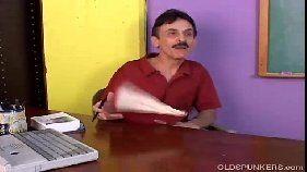 Professor safado castigando a nota ruim da loira