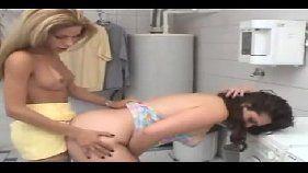 Travesti comendo mulher