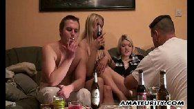 Xhamister com duas loirinhas bêbadas fazendo a alegria dos caras