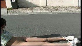 Cinenovinha linda moreninha malandra andando pelada na rua