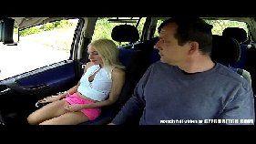 Sexo na van com uma loira bem gulosa e um coroa safado que mostra para ela quem manda dentro de sua van