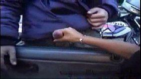 Morena safada batendo punheta para o irmão