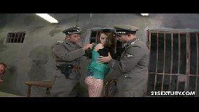 Policiais tarados comendo a patricinha gostosa