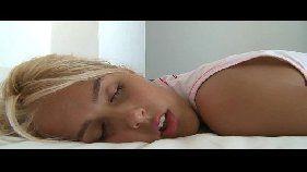 Mocinha linda peladinha na cama