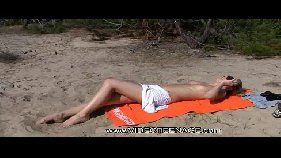 Novinha gostosa tomando banho de sol