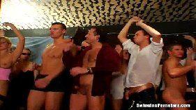 Cena de sexo onde rola a maior orgia da historia