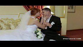 Ruiva casada trepando com o marido e com o padrinho