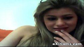 Puta universitária caiu na net em vídeo porno na webcam