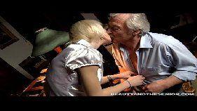 Xvideos novinha com loirinha dando para seu avô