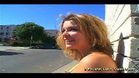 Loira cachorra em um espetacular vídeo de sexo grátis