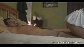 Sexo amador com uma morena mostrando que é muito boa de boquete