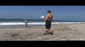 Caseiras brasil peituda safadinha se entregando pro macho depois de nadar no mar