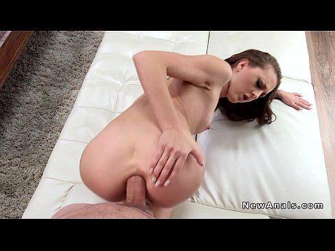 Novinha dando o cuzinho apertado
