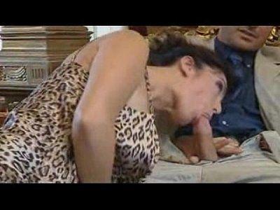 Morena safada sentando na piroca