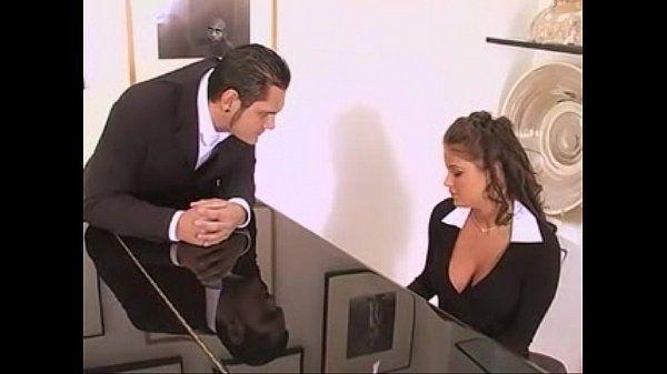 Metendo a rola na xoxota da secretária