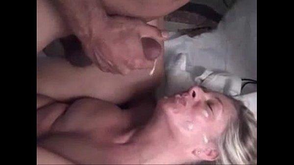 Gatinha deliciosa louca de prazer na rola do macho
