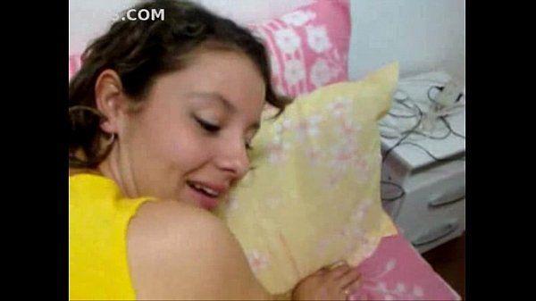 Moreninha vadia se acabando de prazer na foda com o sujeito