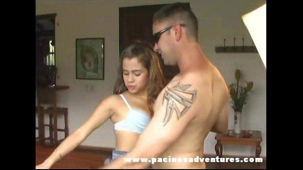 Morena masturbando a buceta e dando o cuzinho