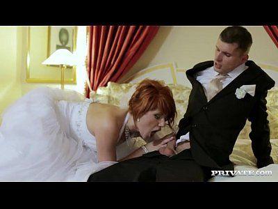 Ruiva fodendo antes do casamento com o marido e com o padrinho