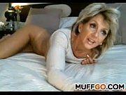 Madura espetacular masturbando o cú