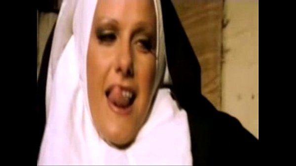 Freiras do convento fodendo com os soldados pirocudos
