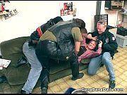 Motoqueiros tarados violentando uma puta corôa