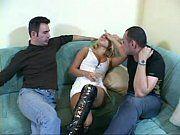 Loirinha bêbada fodendo com seus dois amigos