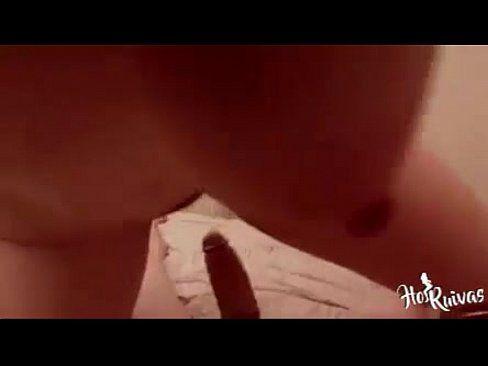 Negão dotado comendo o cu da piranha ruivinha