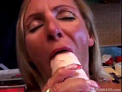 Corôa se masturbando pro corno ver