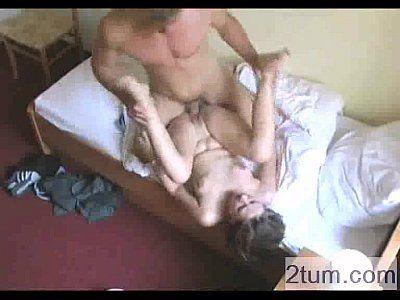 Excitante porno amador com a branquinha liberando geral