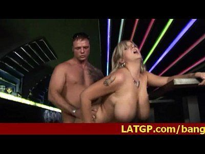 Peituda e safada a loirinha vadia gemendo gostoso na hora do sexo