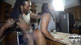 Negra casada fazendo anal com sobrinho dotado