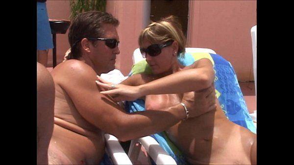 Sexo como nunca visto em piscina do hotel de luxo