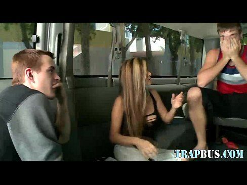 Brasileirinha transando com dois machos gays