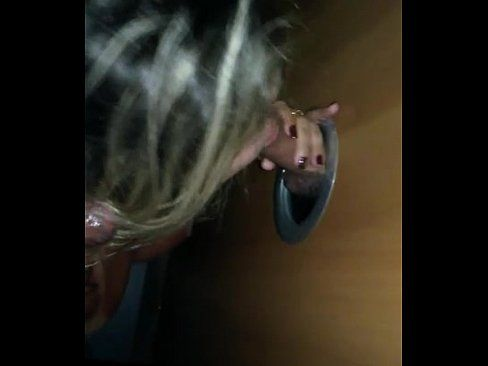 Vidios de porno com novinha caindo de boca na rola grande e grossa