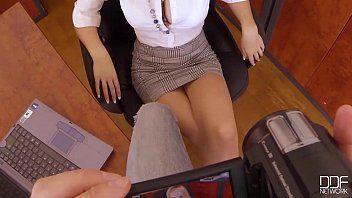 Fudendo a secretária muito gostosa