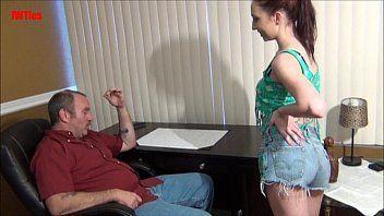 Video amador Novinha gostosa fazendo sexo com o tarado de sorte