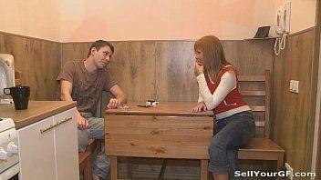 Video mulher pelada malandrinha novinha dando para um tarado na frente do irmão invejoso