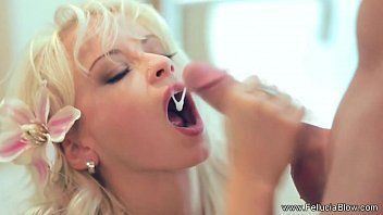 Gozando na boca gostosa de loira safada