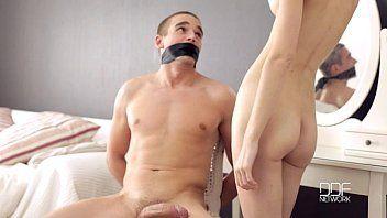 Magrinha gata num pornozao fazendo sexo