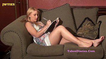 Rabuda loira fazendo putaria sexo com novinha na webcam cnn amador
