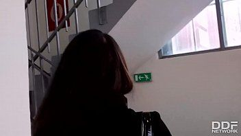 Novinha xvideos com essa safadinha pagando um boquete bem guloso