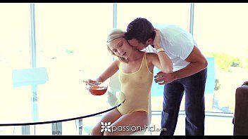 Porn hub com uma novinha gostosa que tem uma bunda redondinha