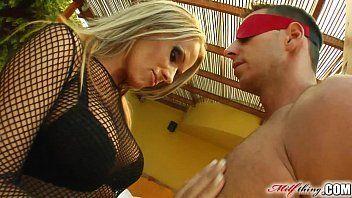 XXX porno com loira subindo gostoso na piroca